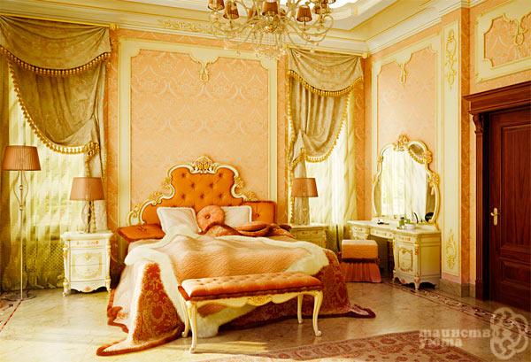Классическая спальня в оранжевых тонах