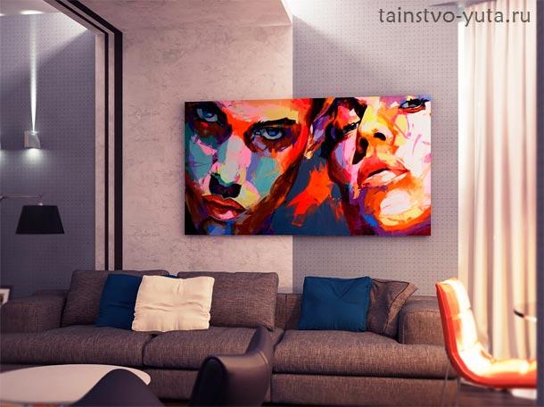 каритна на стене над диваном фото