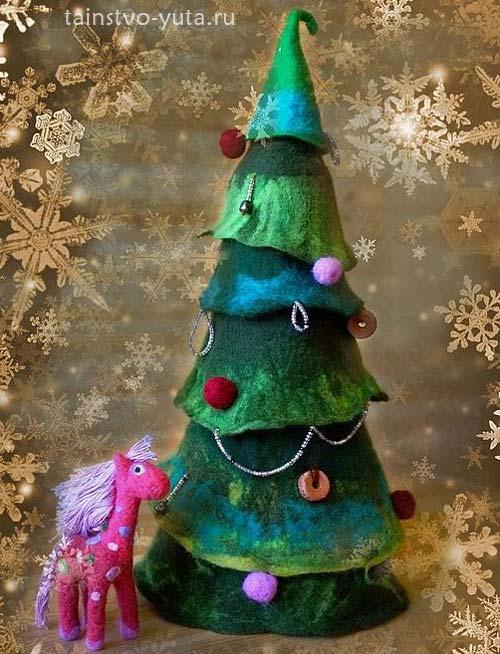 Новогодняя елка валянная из шерсти