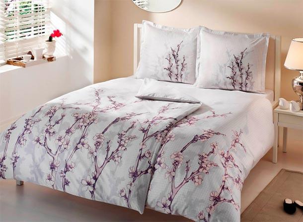 Постельное белье с цветами в интерьере