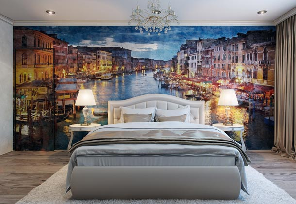 фотообои на стене за кроватью