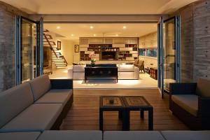 дизайн-современного-двухэтажного-частного-дома-с-мансардой-y-house-проект-от-ong-and-ong-03